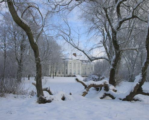 Winter im Landschaftspark Zinzow - Blick auf das Gutshaus