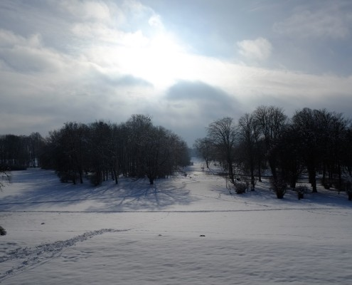 Der Zinzower Schlosspark im Winter - Blick vom Gutshaus
